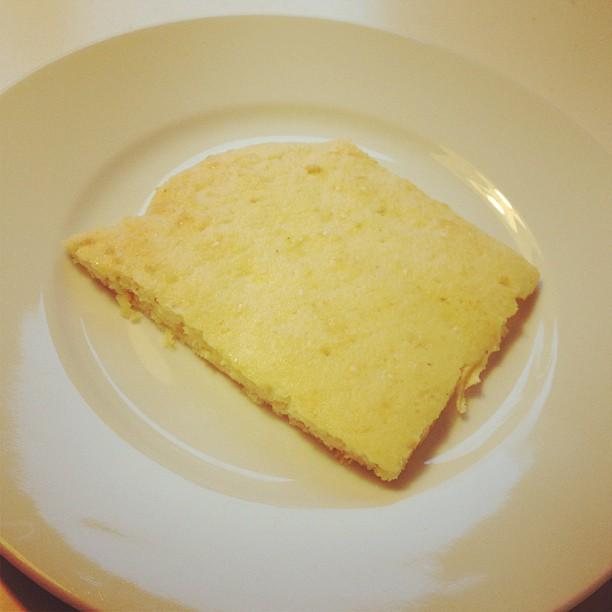 Lchf-bröd. Ägg, keso, kokosmjöl, mandelmjöl, fiberhusk, bakpulver. #lchf #lchfbröd #lchf10veckor