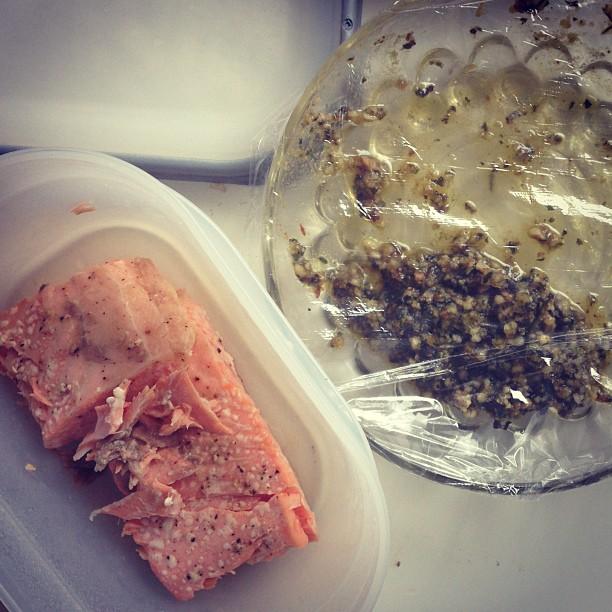 Till lunch (sen lunch) blir det lite uppvärmda rester... Är hemma idag (rejält förkyld) och då blir mattiderna lite konstiga. Lite körsbärstomater ska serveras till. #lchf #lchf10veckor