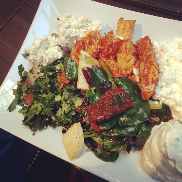 Salladsbuffé till lunch! #lchf #lchf10veckor Perfekt när man själv kan välja vad man vill ha!