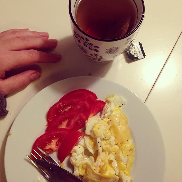 God morgon denna mörka trötta morgon! Nu åker lite frukost in och sen är det dags att starta dagen! #lchf #lchf10veckor