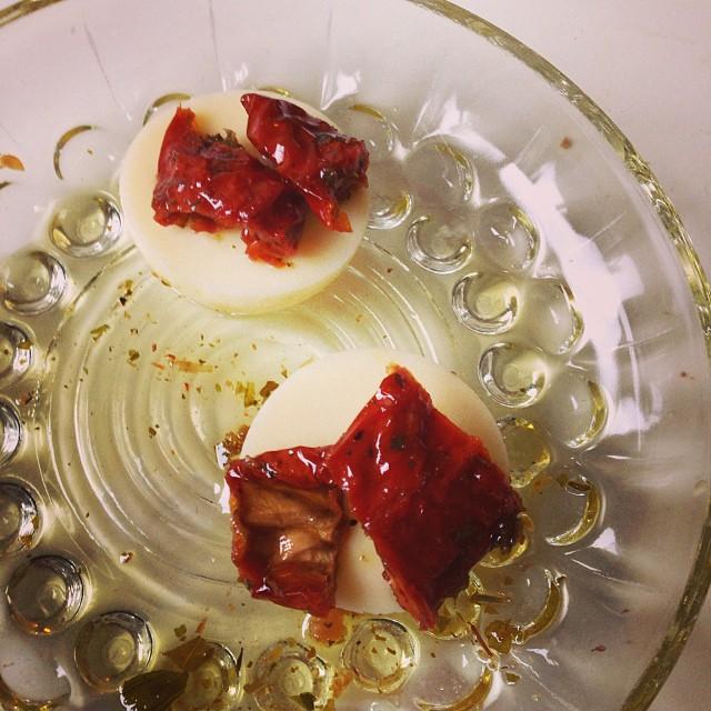 Babybel (ost) och soltorkad tomat. Mmmm... Det blev lunch trots allt... #lchf #lchf10veckor