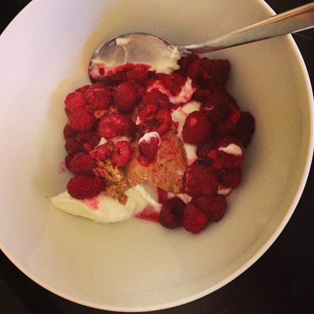 Min frukost! Hoppas att jag piggnar till på det här goda ? #lchf10veckor #lchf
