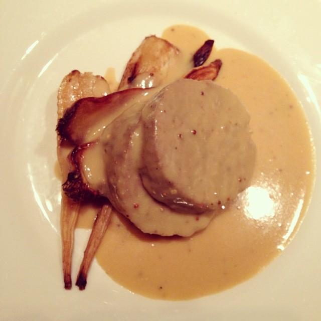 Köttfärslimpa med persiljerot. De andra i sällskapet fick potatismos till. #lchf #lchf10veckor