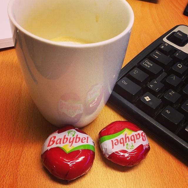 Frukost på kontoret innan det var dags att gå på seminarium. Där serveras det mindre bra saker som jag vill undvika! #lchf #lchf10veckor