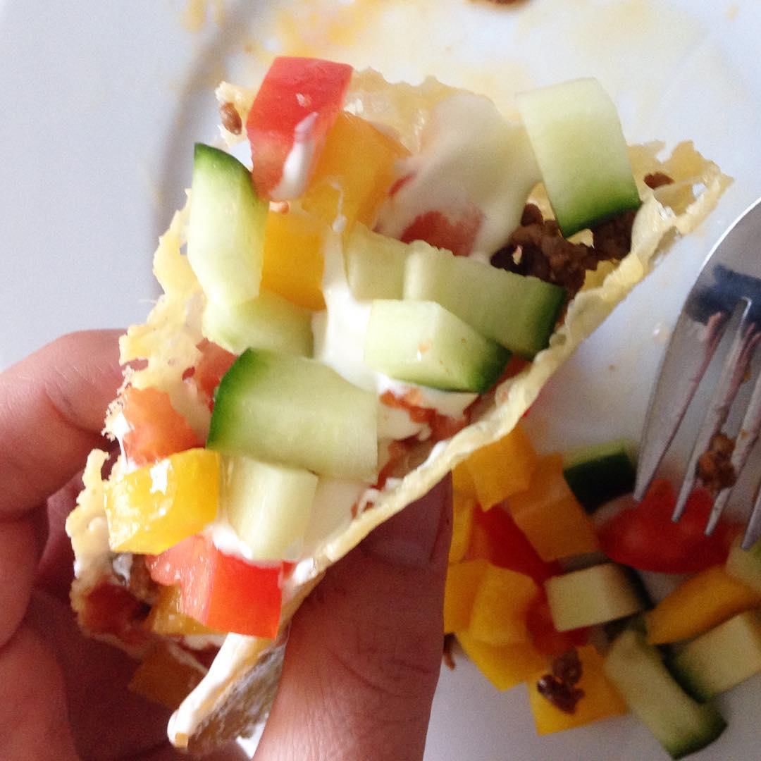 Fredagstacos! Tacoskal av ost.. Goda men svåra att äta