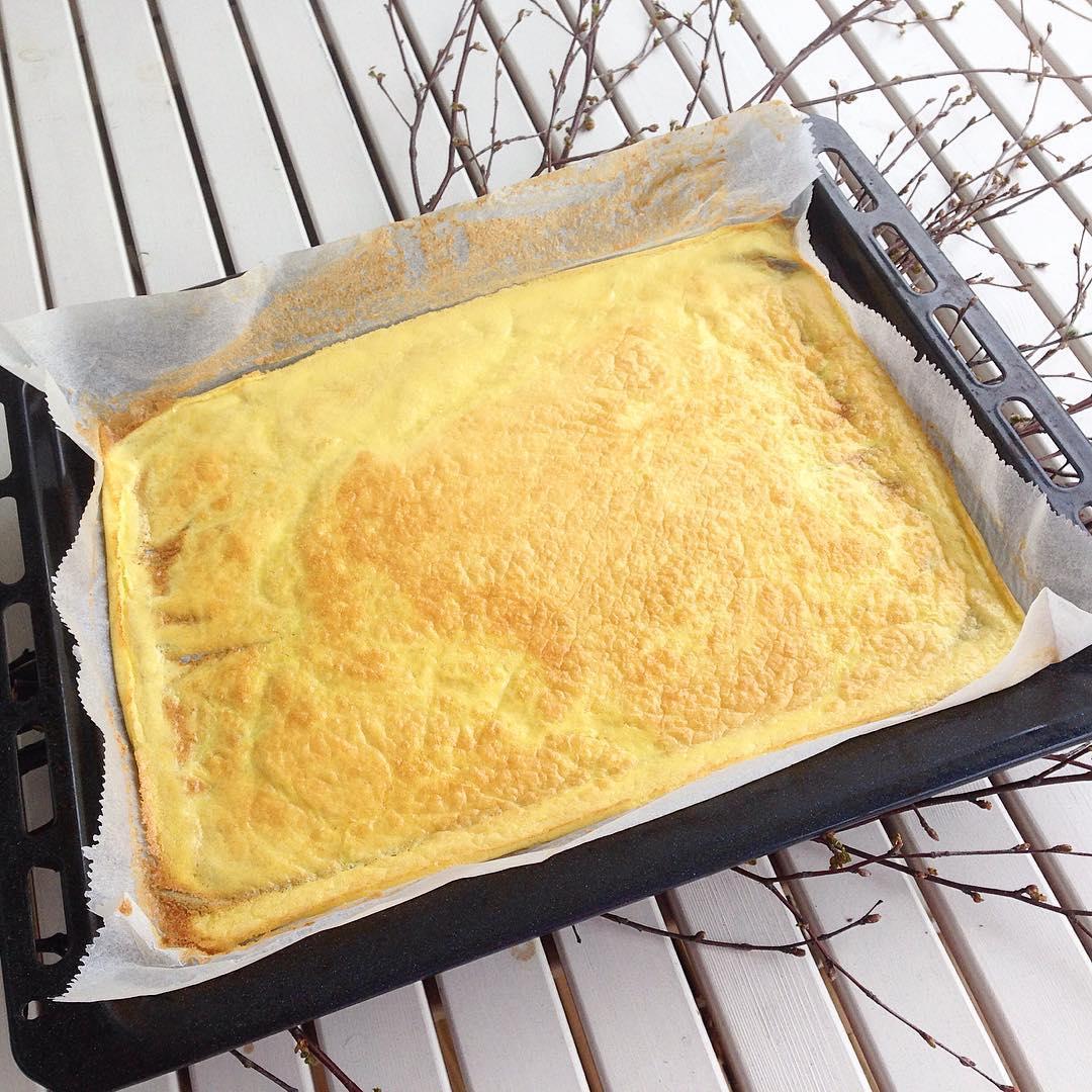 Omelettwrap till lunch.. Ska fyllas med lax, sallad och pepparrotsröra