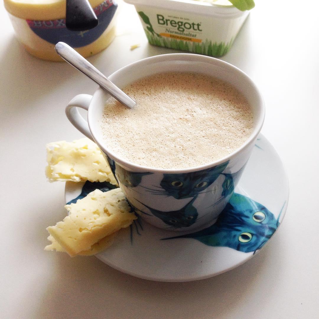 God morgon! Ägglatte och ostrullar till frukost #ägglatte