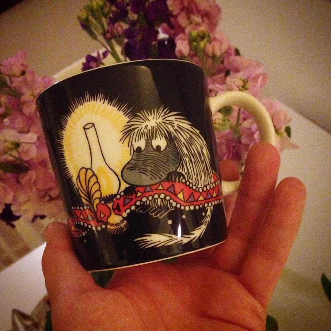 Fick blommor och en ny kopp igår ❤️ Den invigdes idag, med svart kaffe