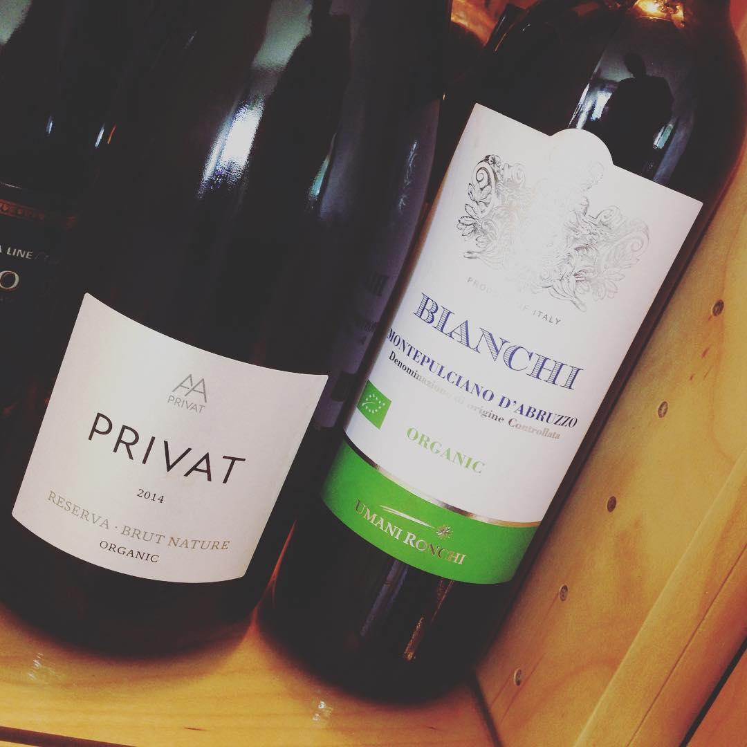 Ekologiska viner med låg sockerhalt inköpta.. Första är bubbel, andra är rött vin. Har dock inte testat än. Har nån av er nåt bra tips på gott vin, med låg sockerhalt? Främst rött 🍷